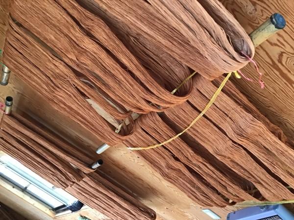 柿渋で染られた木綿糸